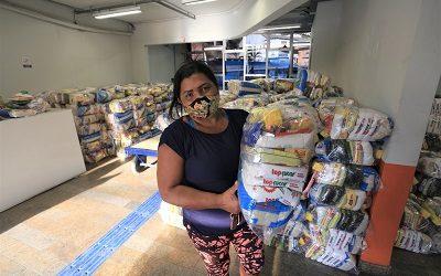 Prefeitura de Niterói inicia entrega de 8,6 mil cestas básicas para famílias em risco social