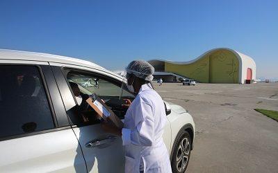 Drive thru do Caminho Niemeyer inicia testagem rápida por RT-PCR, que identifica quando a Covid-19 está ativa