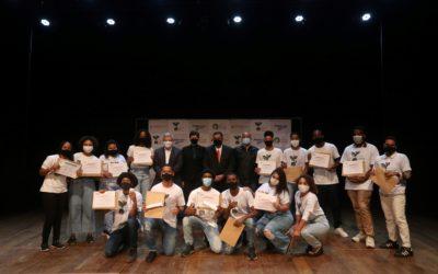 Niterói Jovem EcoSocial: 93 alunos recebem certificado de conclusão de curso em formatura no Teatro Municipal